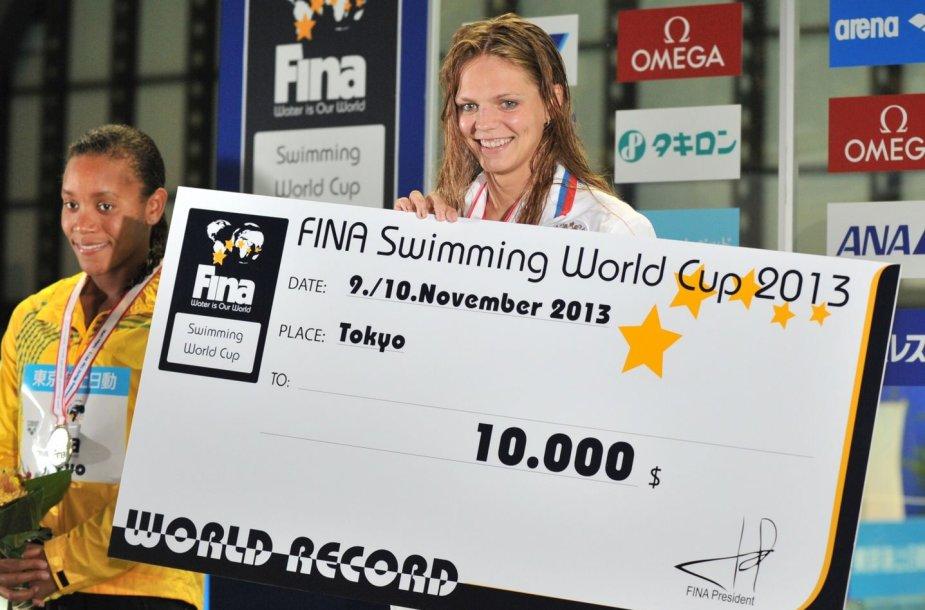 Julija Jefimova pagerino pasaulio 50 metrų krūtine rekordą