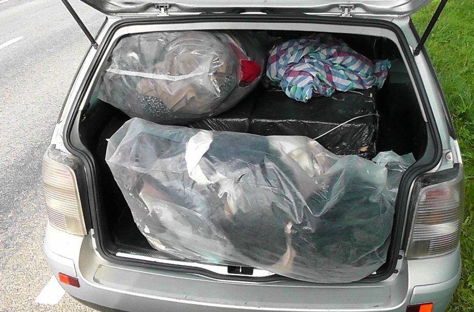 Plungiškio gabentos rūkalų kontrabandos vertė - 15 000 litų