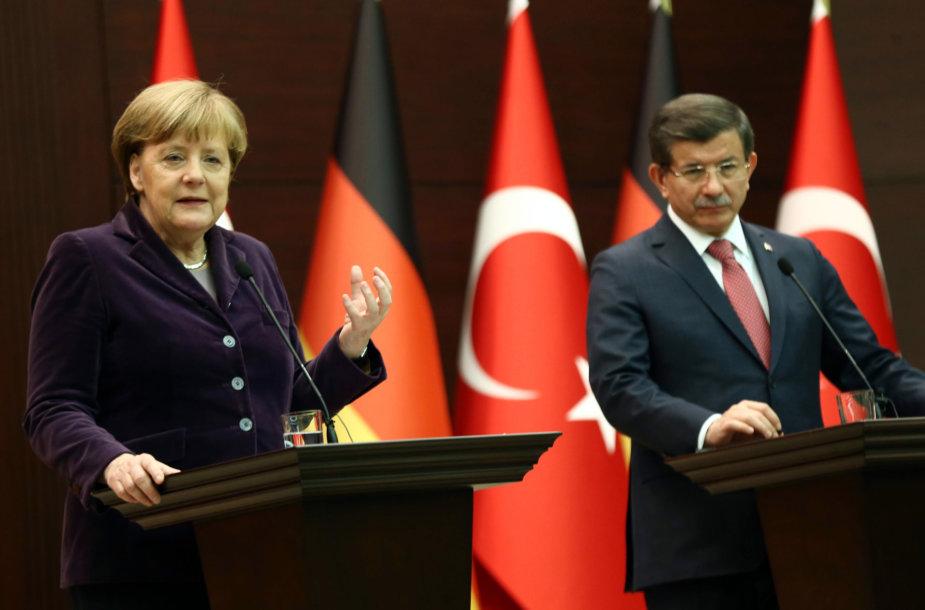 Angela Merkel ir Ahmetas Davutoglu