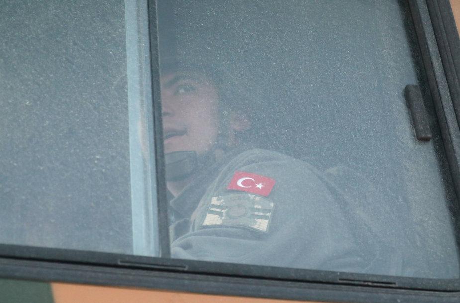 Turkija toliau perkelia savo pajėgas į Idlibą