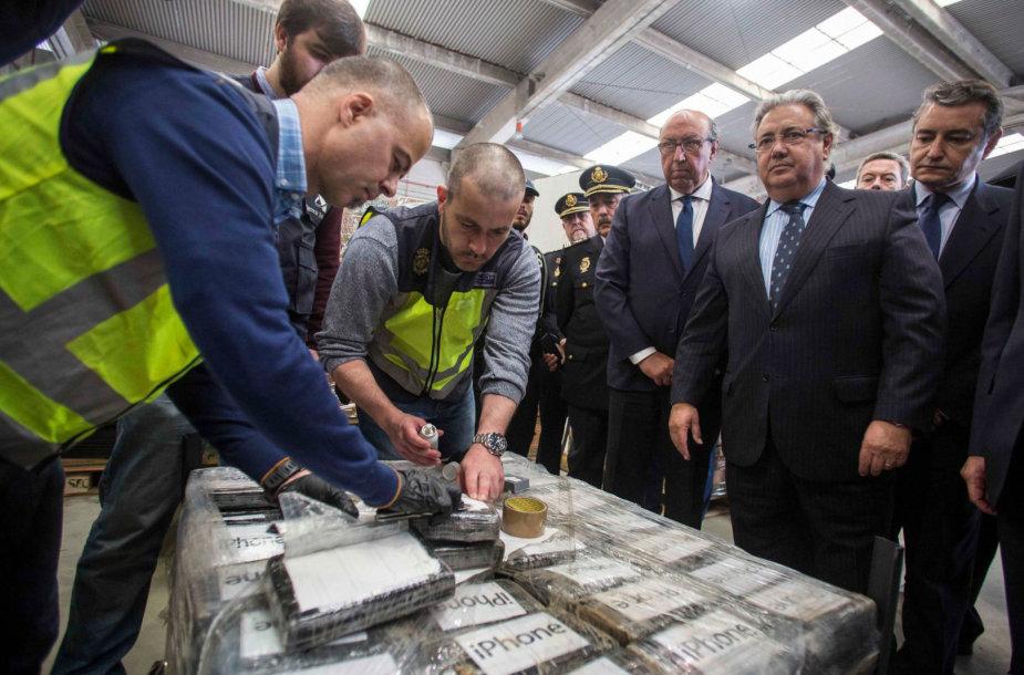 Ispanijos policija konfiskavo beveik devynias tonas kokaino, paslėpto bananų siuntoje