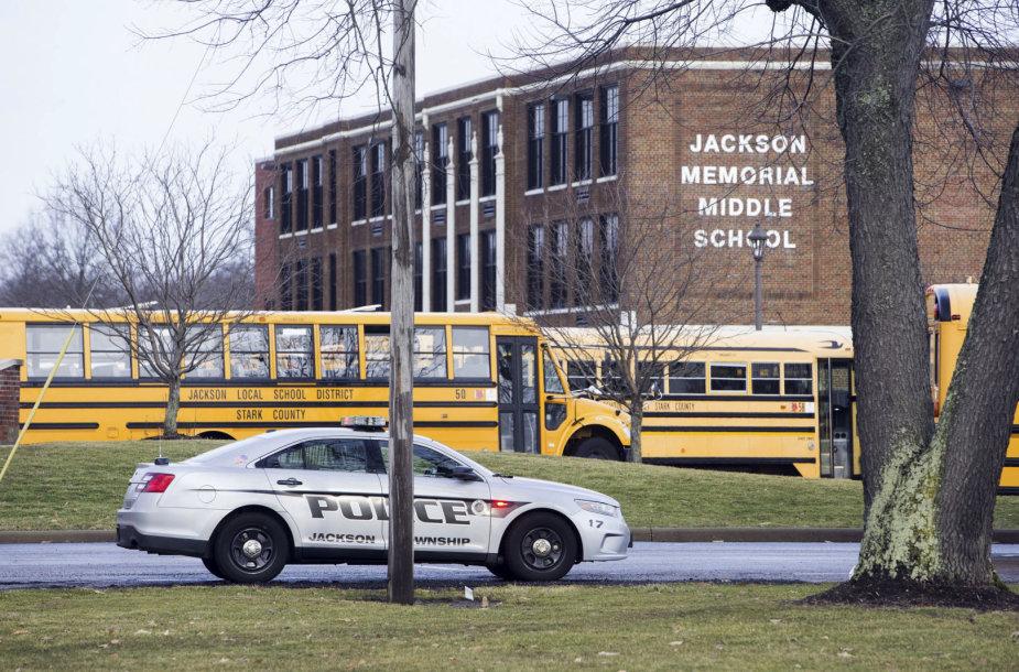 Ohajo mokykloje per incidentą su šaunamuoju ginklu sužeistas septintokas