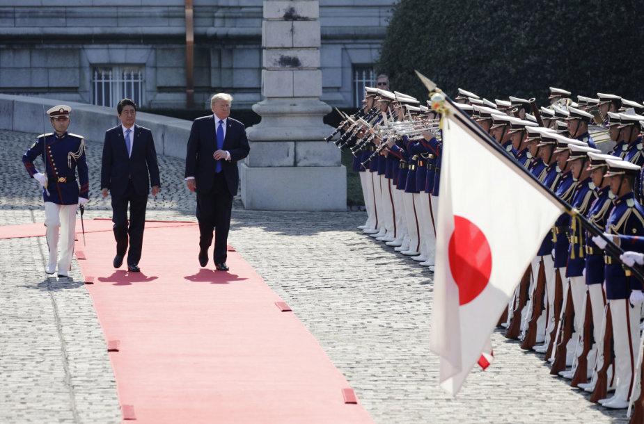 Donaldo Trumpo vizitas Japonijoje