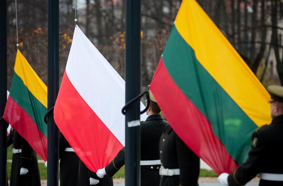 Lukiškių aikštėje paminėtos Lenkijos nepriklausomybės atkūrimo 100-osios metinės