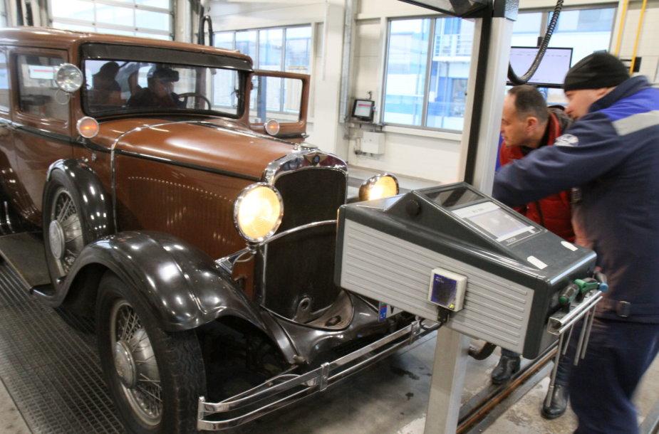 "Istorinio automobilio ""Dodge Victory Six"" techninė patikra"