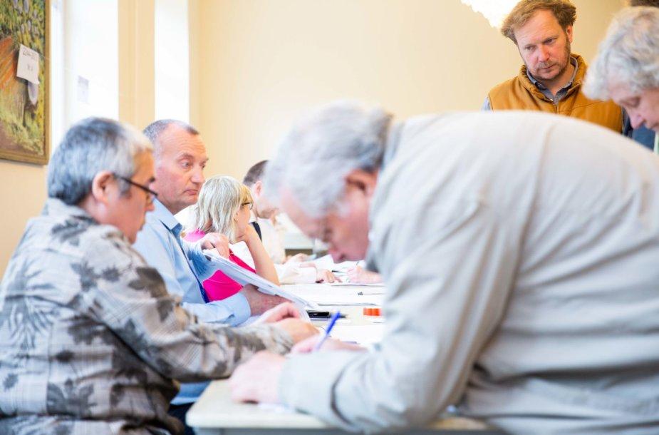 Vilniečiai balsuoja antrajame Lietuvos prezidento rinkimų ture