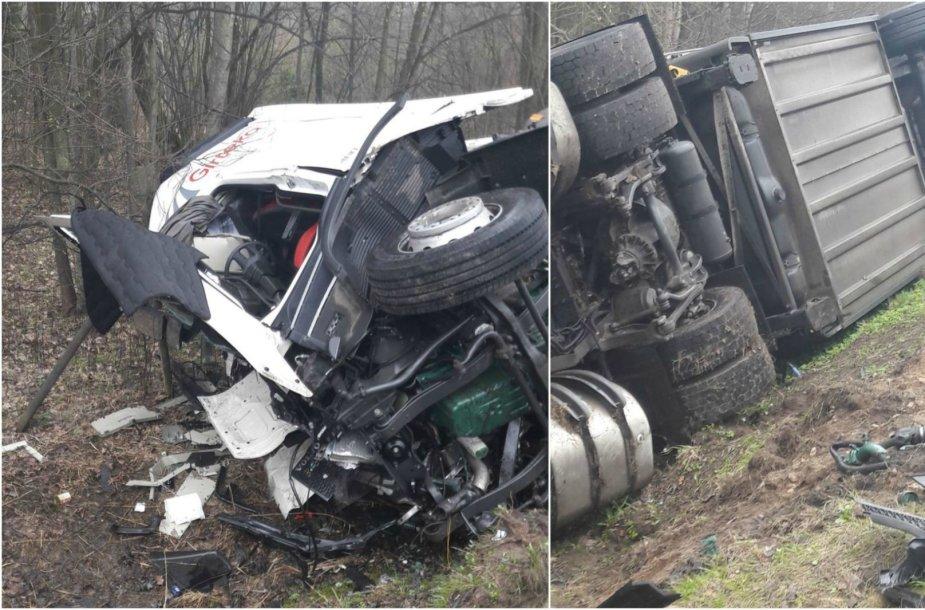 "Dviejų ""Volvo"" vilkikų avarija greitkelyje"
