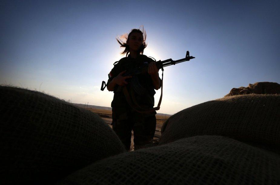 """Kurdės, pasirengusios kovai su """"Islamo valstybe"""""""