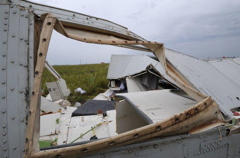 """Malaizijos lėktuvo """"Boeing 777"""" katastrofos vietoje"""