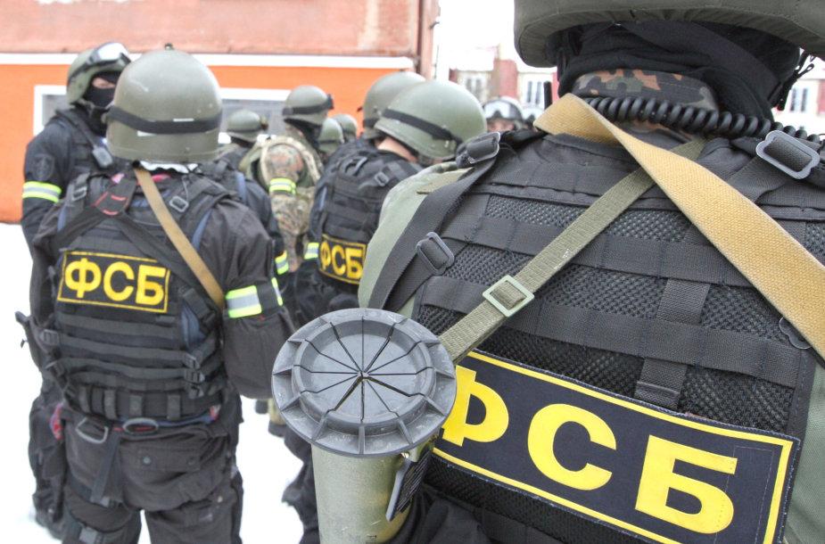 FST pareigūnai