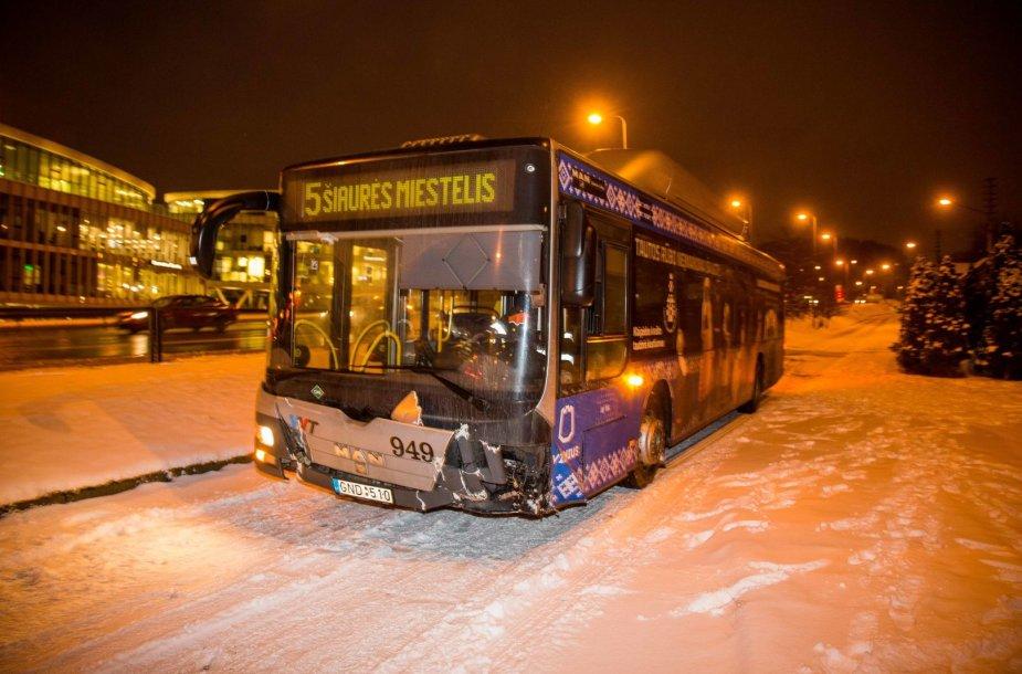 Autobuso avarija Šeškinės kalno papėdėje Vilniuje