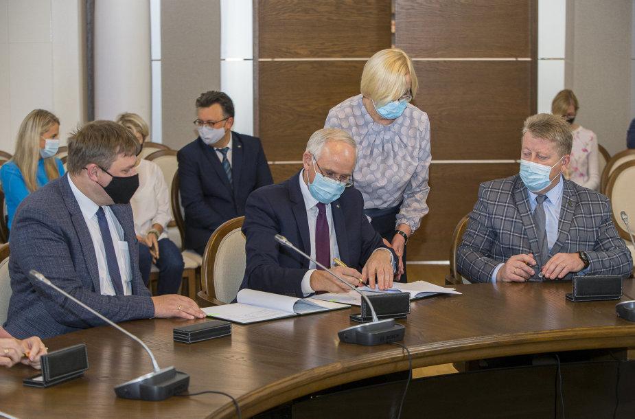 Švietimo, mokslo ir sporto ministerijoje pasirašyta atnaujinta Lietuvos švietimo ir mokslo šakos kolektyvinė sutartis