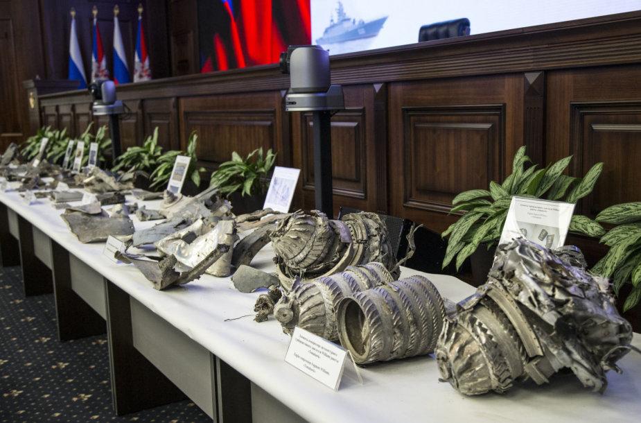 Rusija pademonstravo raketų nuolaužas