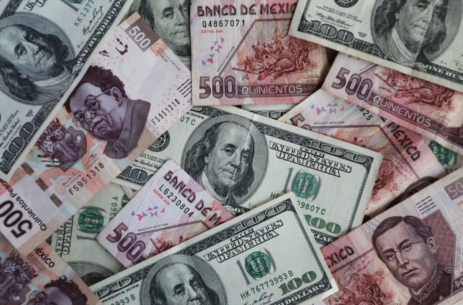 Meksikos pesai ir JAV doleriai