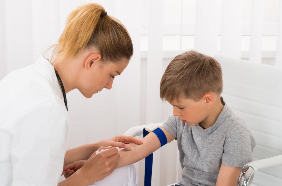 Gydytoja ima kraują