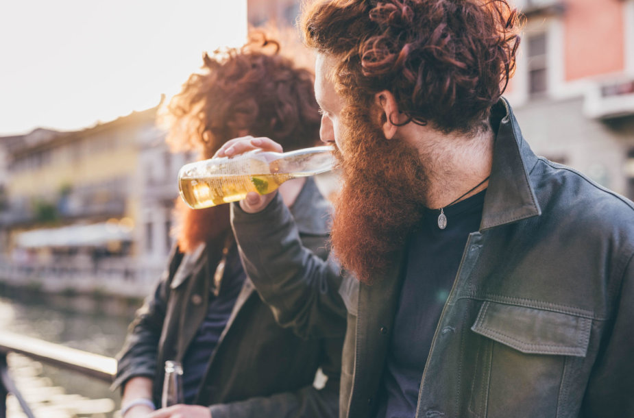 Vyrai geria alų