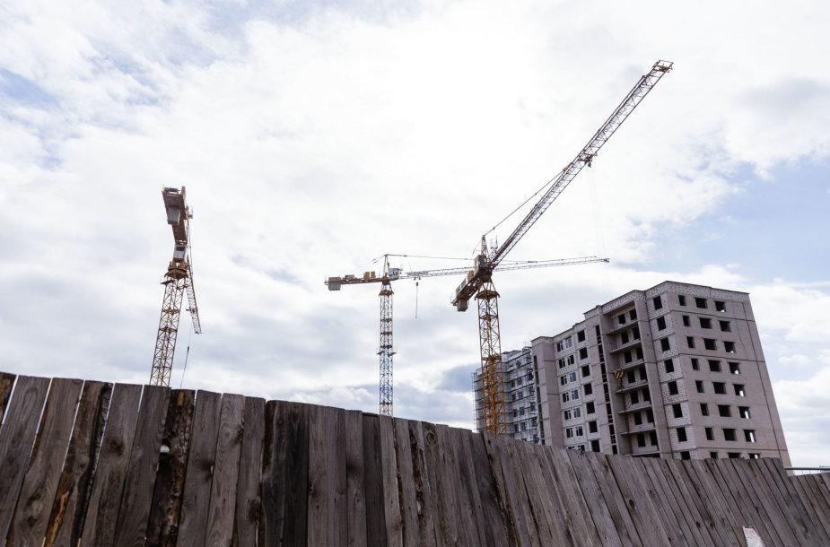 Perkūnkiemyje vykstančios daugiabučio statybos