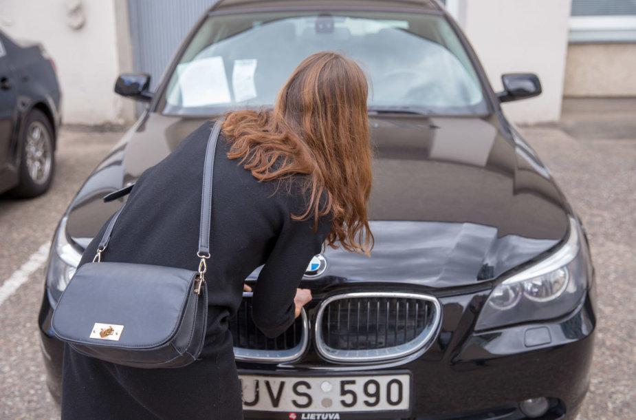 Senus Seimo automobilius bandys parduoti pakartotinio aukciono metu