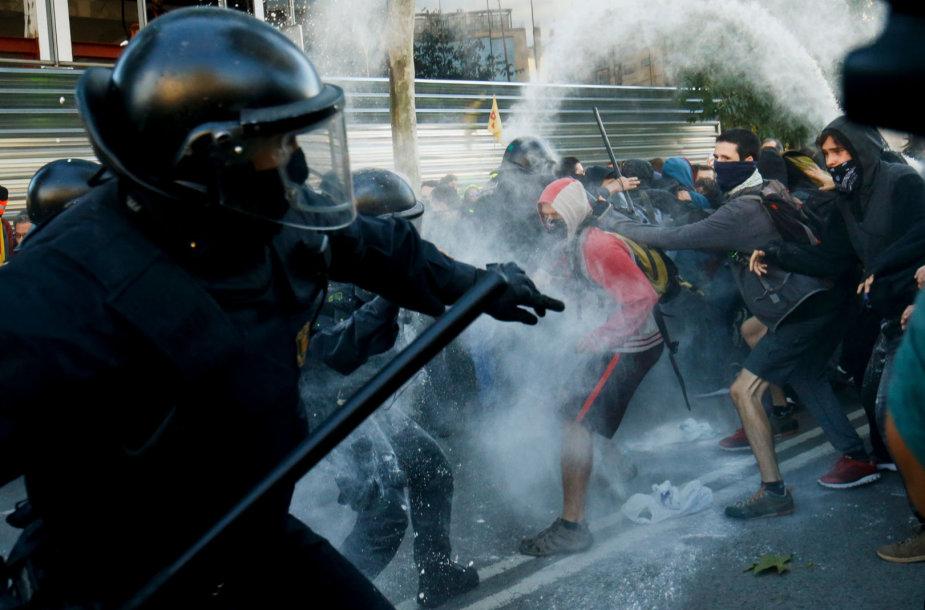Protestuotojų susirėmimas su policija Barselonoje