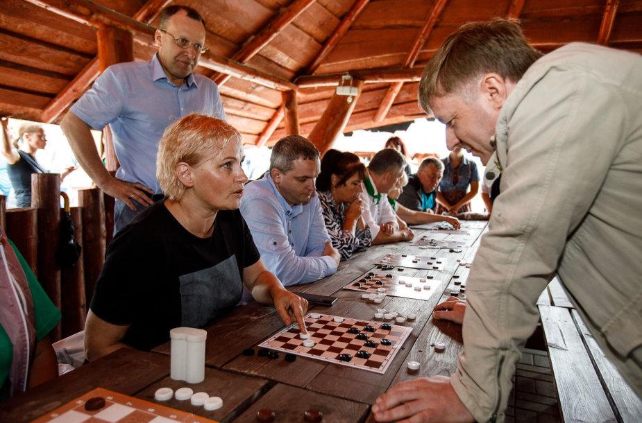 Šaškių simultanas su Ramūnu Karbauskiu