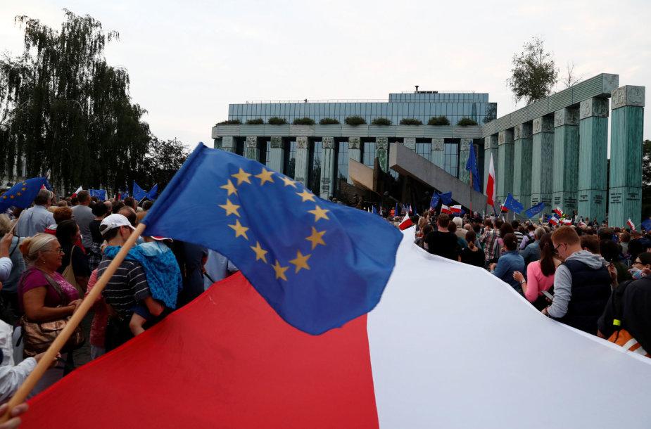 EP rinkimai Lenkijoje domina daugiau rinkėjų nei anksčiau