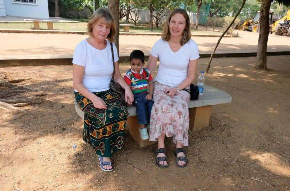 Molander  su savo mama ir Riši