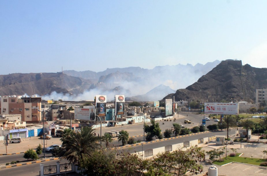 Liepsnos Jemeno mieste Adene