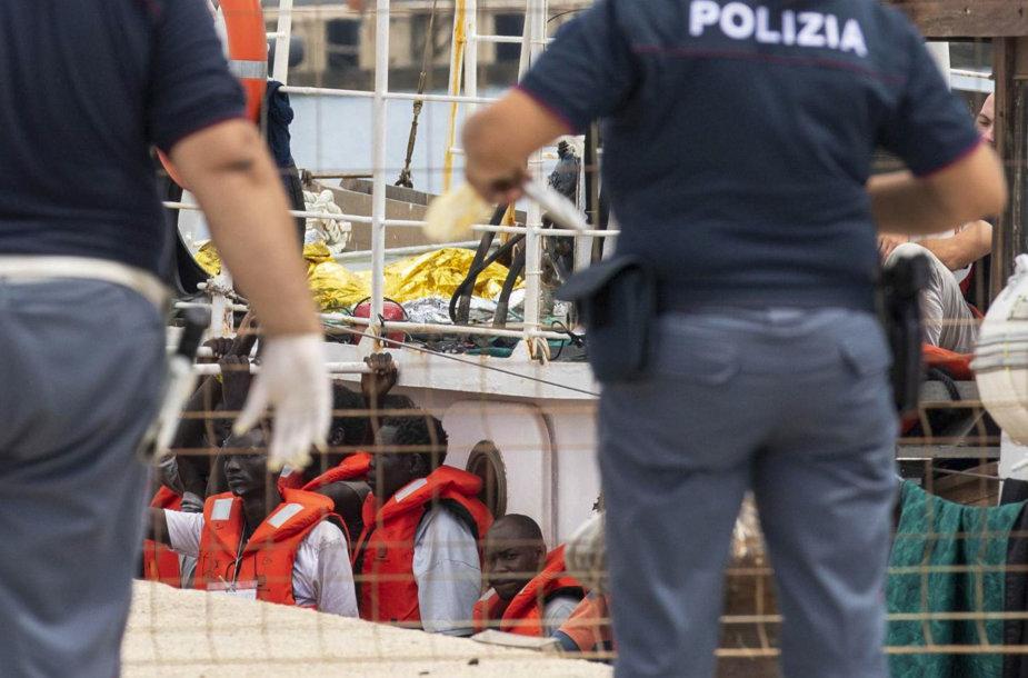 """Italija areštavo migrantus gelbėjantį laivą """"Eleonore"""""""