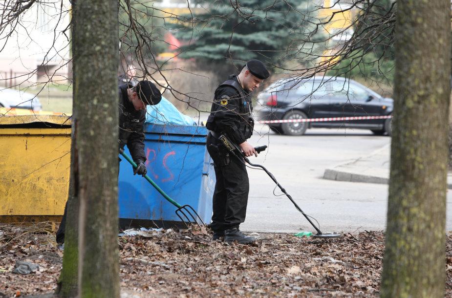 Aro pareigūnai ieško sprogmenų