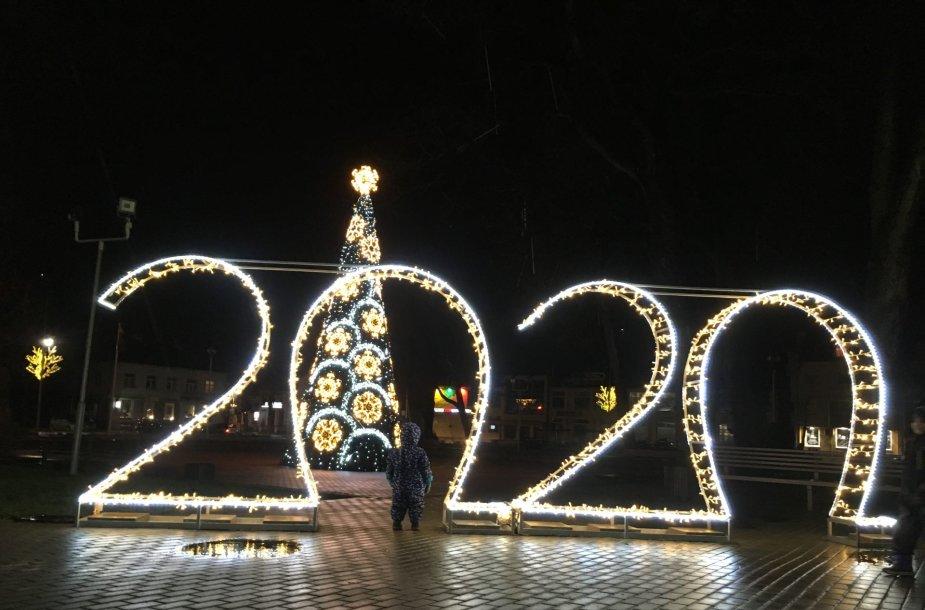 Kalėdom papuošta Kretingos Rotušės aikštė