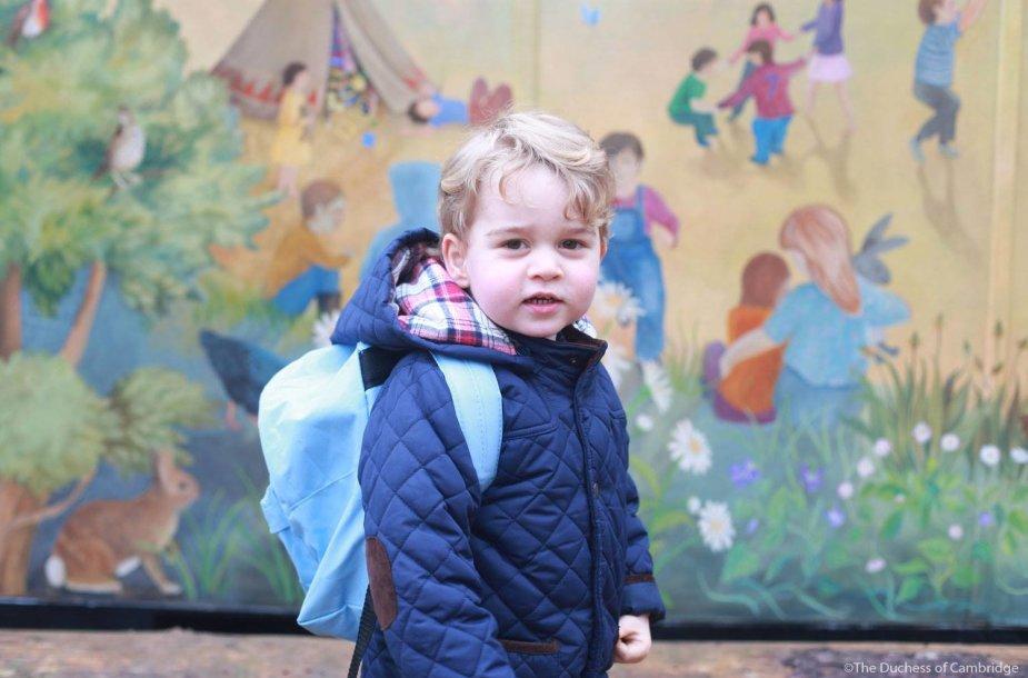 Princas George'as (2,5 m.) pirmą dieną darželyje