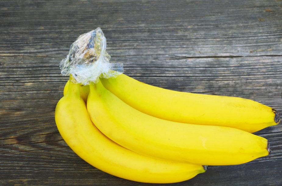 Bananai, apvynioti maistine plėvele