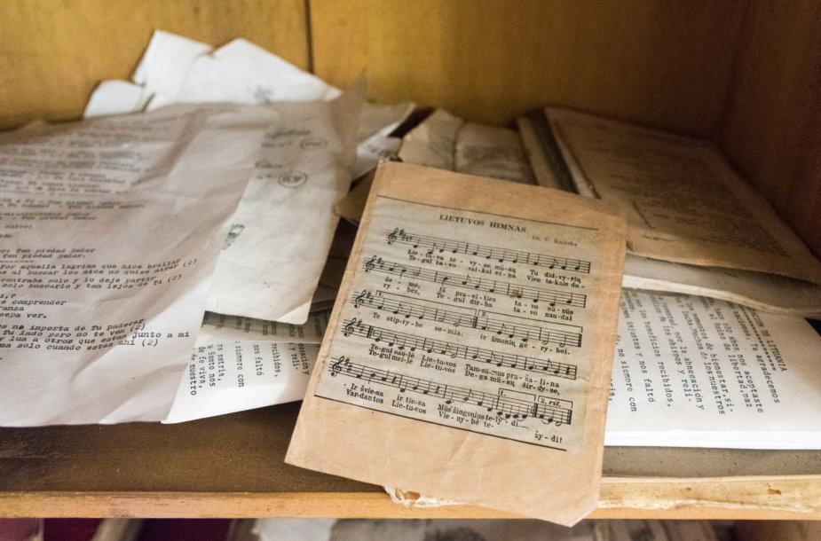 Bažnyčios spintose galima aptikti ir šūsnius dokumentų, giesmių ir knygų lietuvių kalba