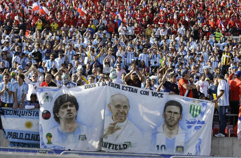 Argentinos pasididžiavimas: D.Maradona, popiežius Pranciškus ir L.Messi.