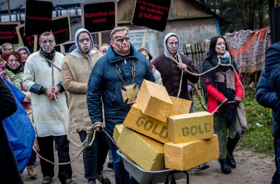 Buvusių narkomanų eitynės Vilniaus čigonų tabore