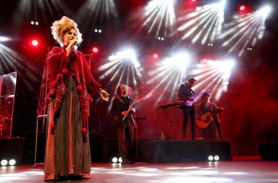 """Aistė Smilgevičiūtė ir grupė """"Skylė"""" pristatė pirmąjį žemaitišką albumą"""