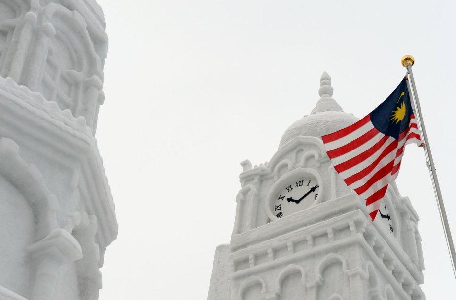 Malaizijos vėliava prie sultono Abdulo Samado pastato iš sniego
