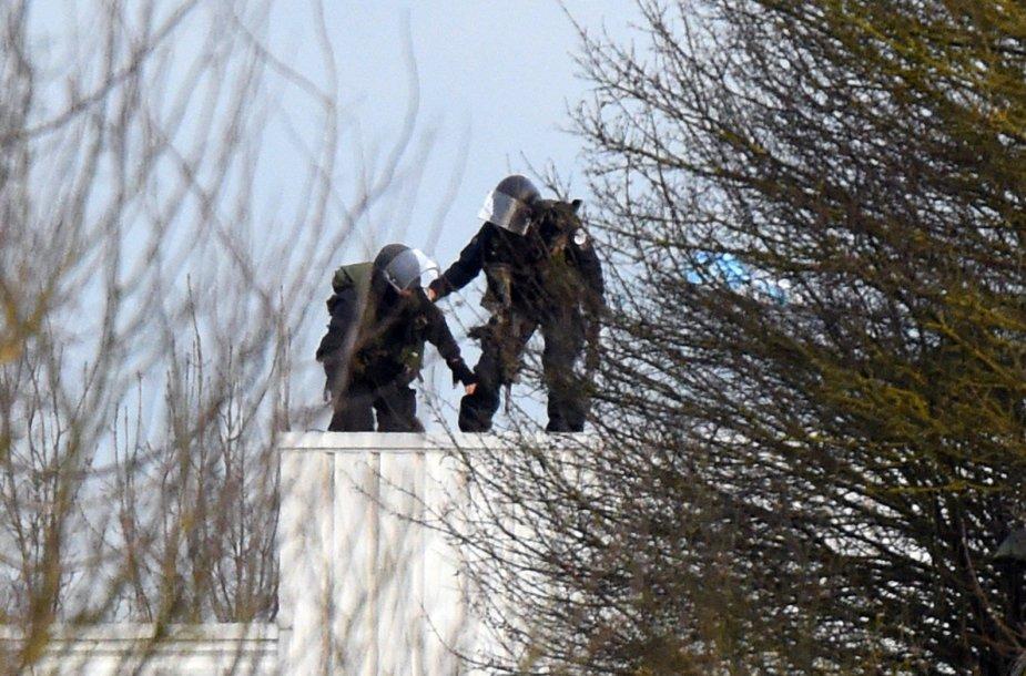 Teroristų Kouachi slaptavietės spaustuvėje šturmas 2015 m. sausio 09 d.
