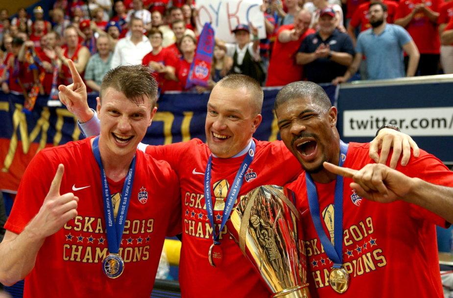 CSKA vadovas Andrejus Vatutinas (viduryje) džiaugiasi dar vienu titulu.