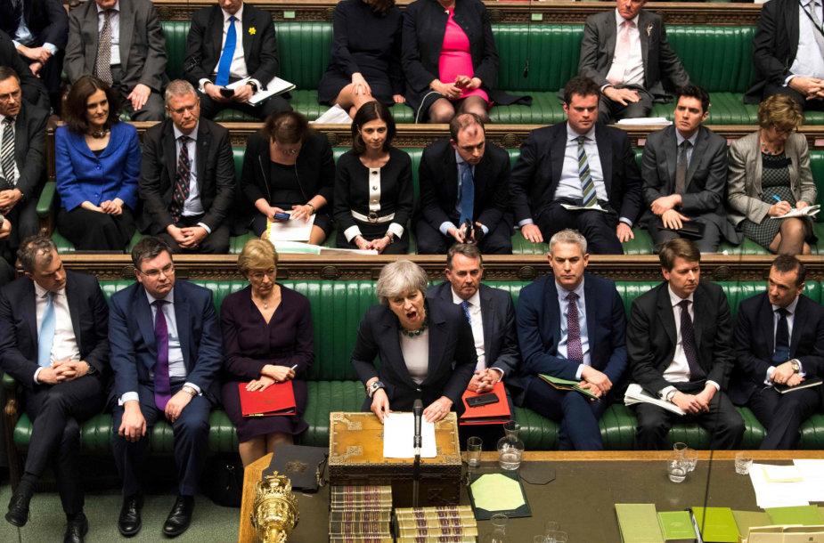 Theresa May Bendruomenių Rūmuose