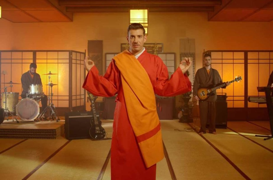 "Francesco Gabbani klipas ""Occidentali's Karma"""