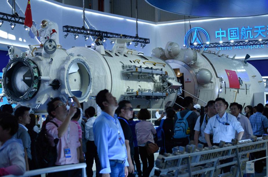 Kinijos kosminės stoties modelis parodoje