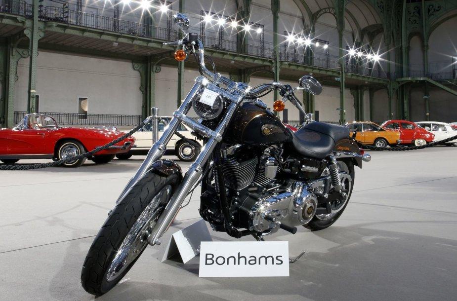 """""""Harley Davidson Dyna Super Glide"""" su popiežiaus Pranciškaus parašu"""