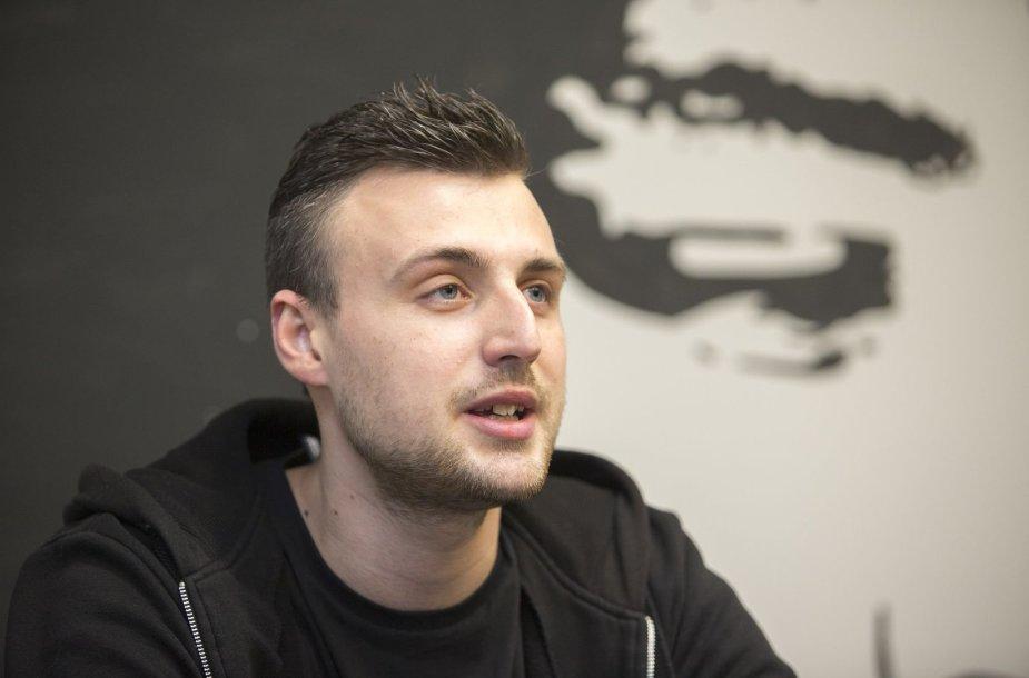 """Kazimieras Likša pristato naująjį grupės """"Karma"""" albumą """"Gyvenimo pradžia"""" / I. Gelūno nuotr."""