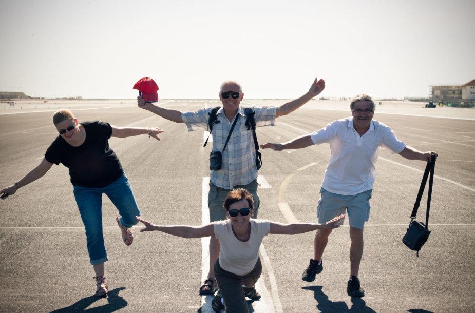 Vis dažniau keliaujama su grupe žmonių