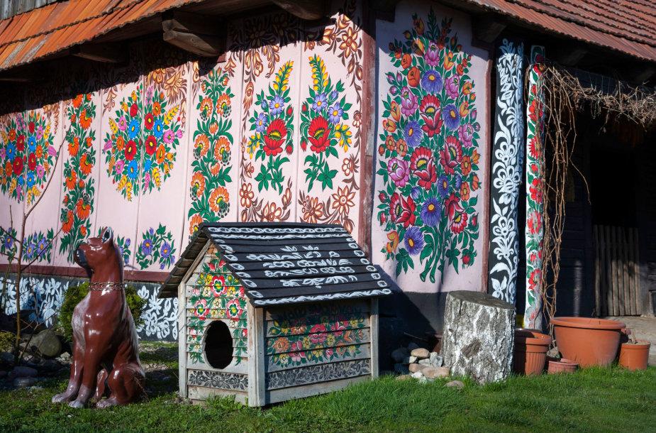 Gėlių raštais išpuoštas Zalipie kaimas Lenkijoje