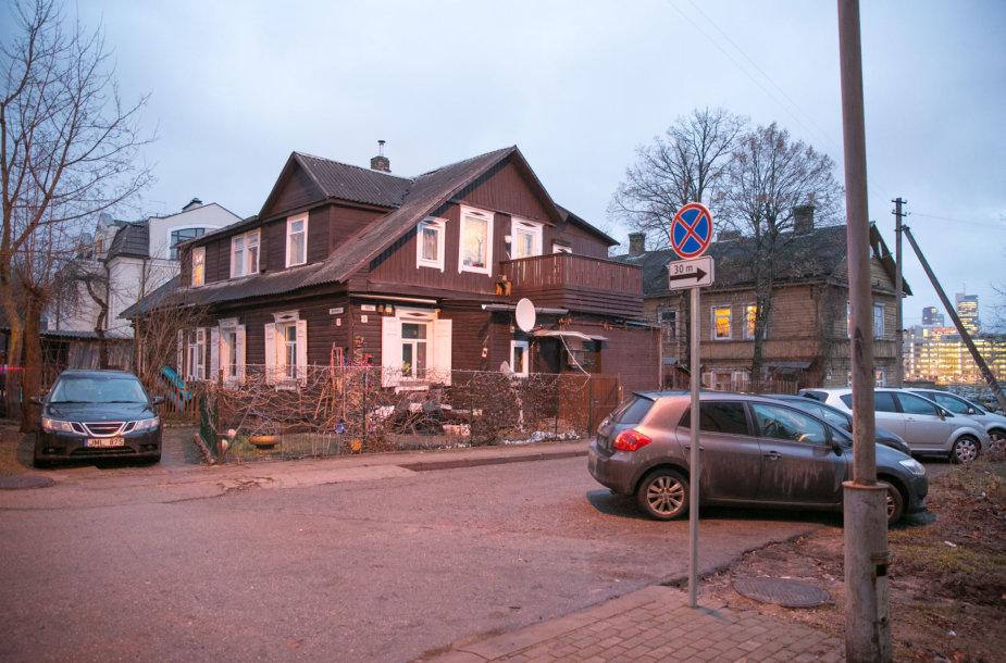 Vilniaus Pušų g. namo gyventojai liko be stovėjimo vietų mašinoms