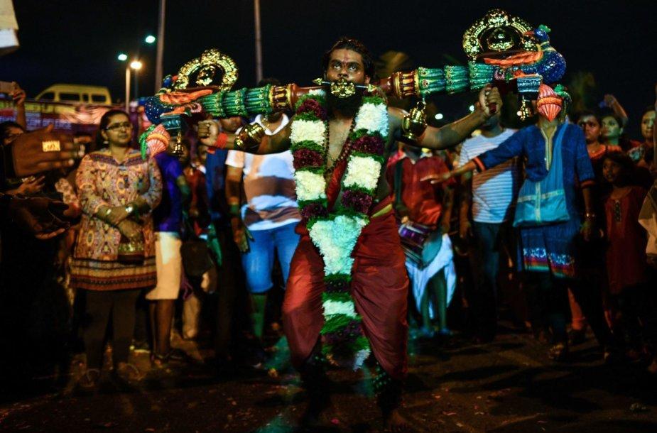 Šimtai tūkstančių tikinčiųjų Malaizijoje švenčia hinduistų festivalį