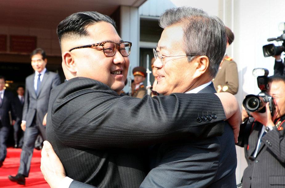 Naujasis Kim Jong Uno ir Moon Jae-ino susitikimas