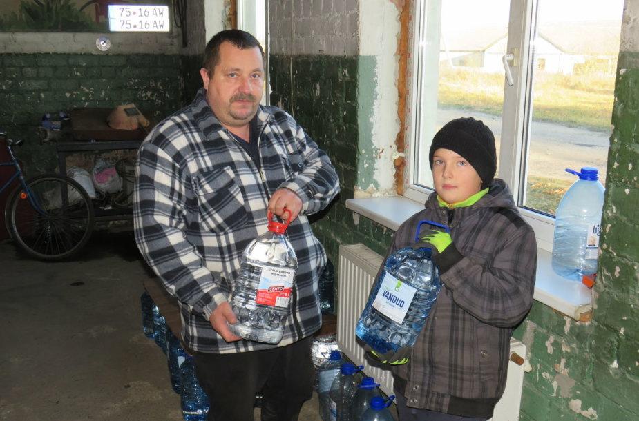 Užbalių gyventojai Kęstutis Malinauskas su sūnumi